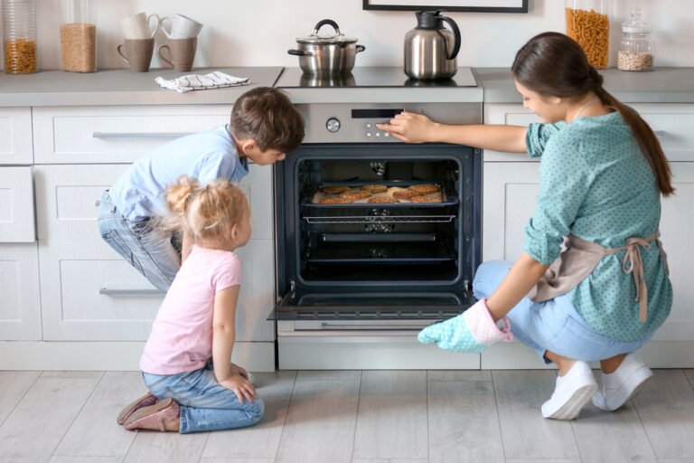 we have licensed oven technicians for your electric oven repairs geelong and Bellarine peninsula. Ask us for oven door repairs and electric cooktop repairs
